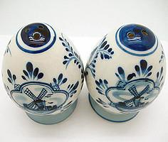 Ceramic Pepper and Salt Shakers: Egg Set - Below $10, Ceramics, Collectibles, Delft Blue, Dutch, Home & Garden, Kitchen Decorations, S&P Sets, Tableware, Under $10 - 2