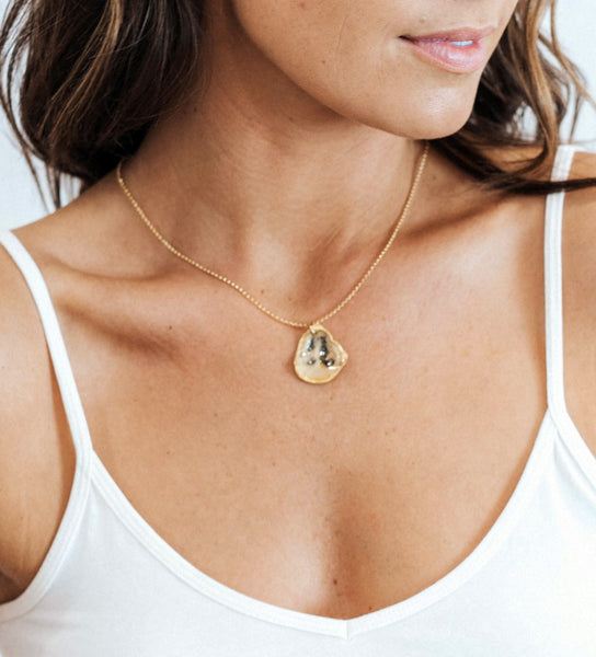 Medallion Necklace - Battery