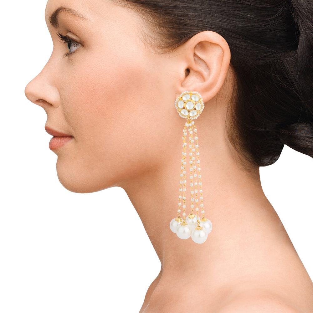 Round pearl and flower earring