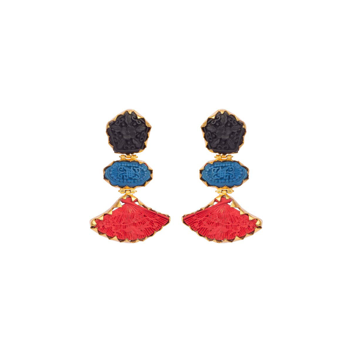 These tiered tri-colour earrings with engraved filigree are casual and carefree as they are classic and cool.