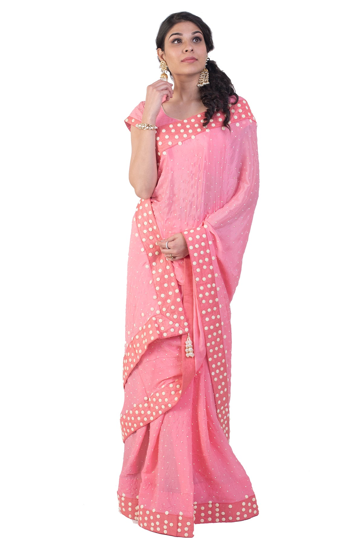 All the retro lovers, here's a saree you would fall in love with, polka dots and pink, there's everything you need for a retro party. The borders have it all done for you!
