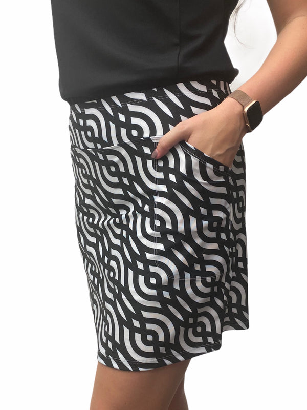 "Bskinz Women's Knit Printed Stretch 20"" Pull-On Skort-Black Links"