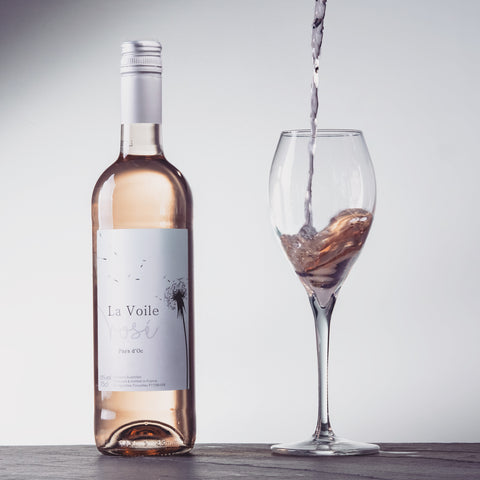 La Voile Rose with pouring glass