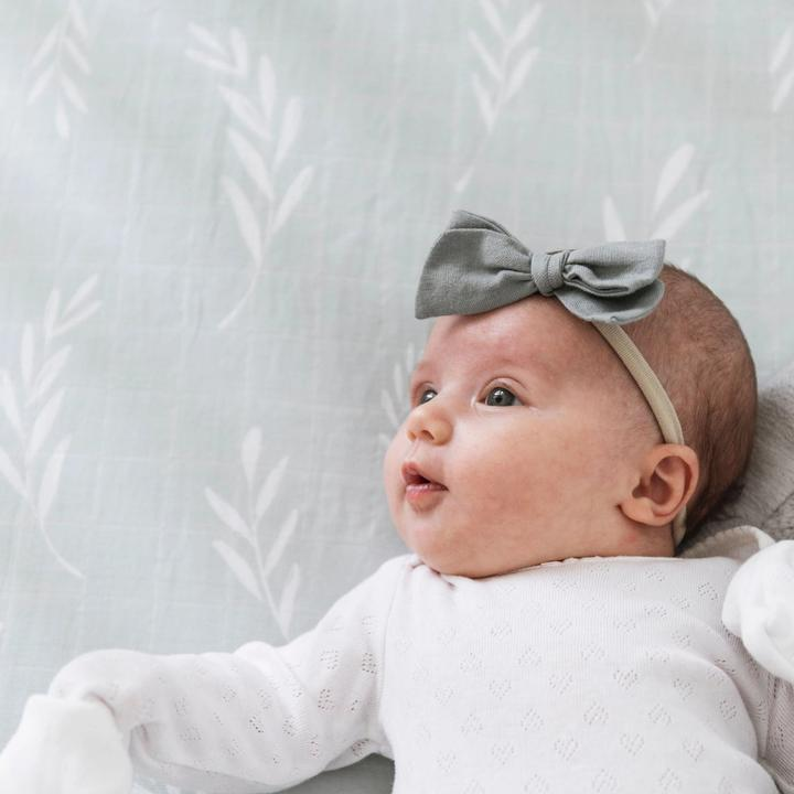 Saranoni Cotton Muslin Crib Sheet - Olive Branch