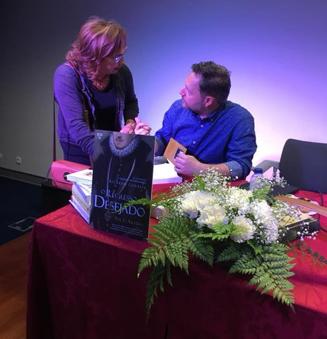 "Zelza Delpino and Ricardo Correia at the launch of ""O Segredo do Desejado"""