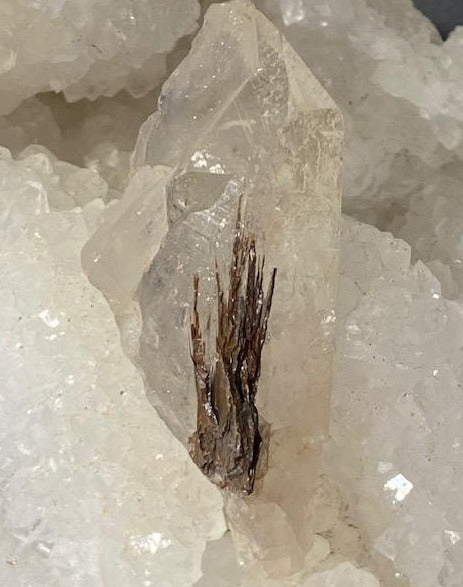 Brookite sur quartz