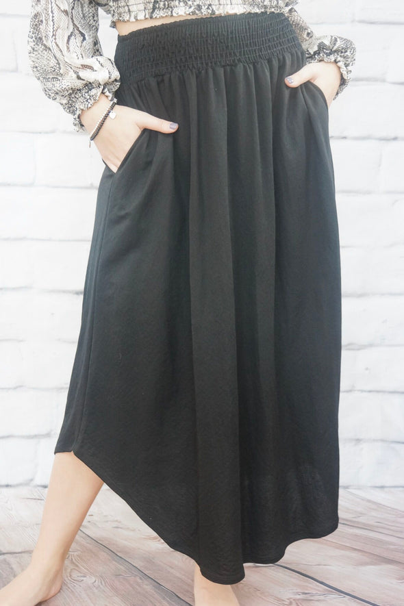 SMOCKED WAIST MIDII SKIRT IN BLACK
