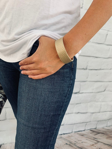 GOLD LEATHER CUFF