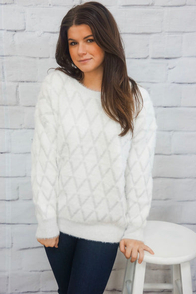WHITE CRISS CROSS SWEATER