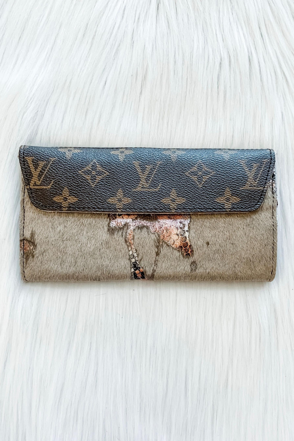 LOUIS VUITTON GRUNGE ROSE COUNTRY CLUTCH WALLET