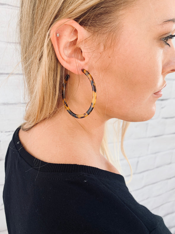 OFF THE RUNWAY HOOP EARRING - BROWN TORTOISE