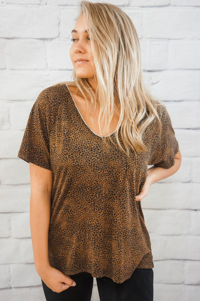 CHEETAH V-NECK TEE