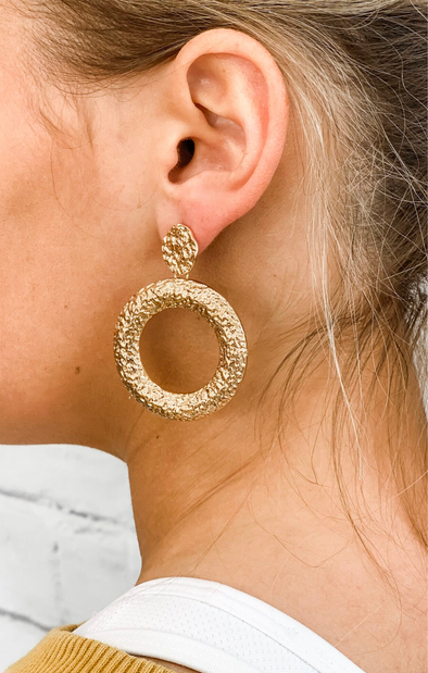 GOLD TEXTURED HOOP EARRING