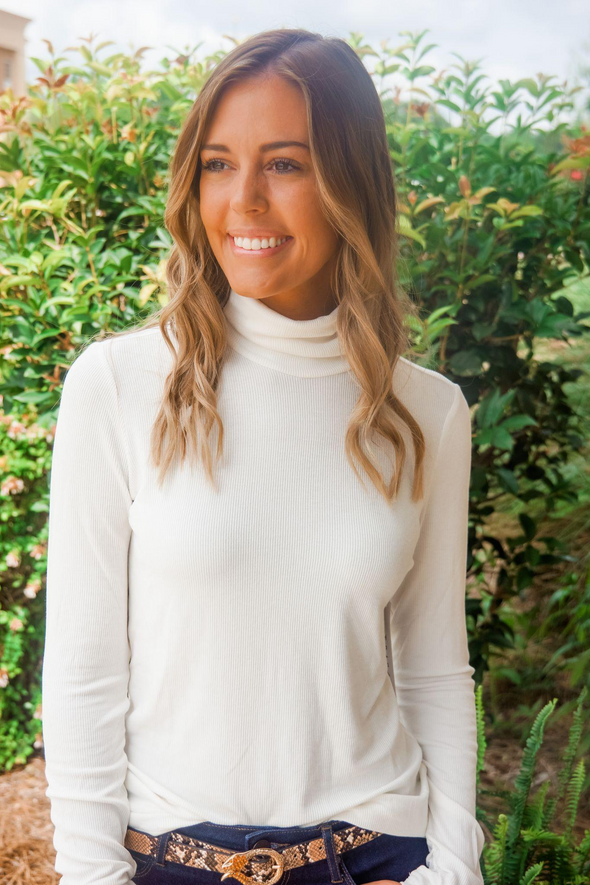 CREAM LONG SLEEVE TURTLE NECK