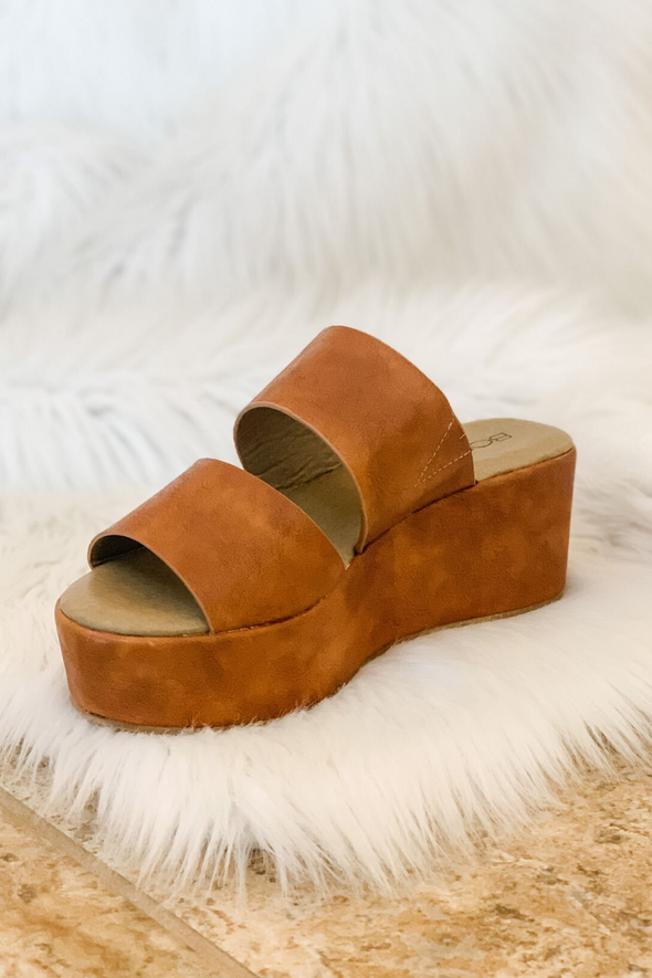 SHAMROCK COGNAC WEDGE