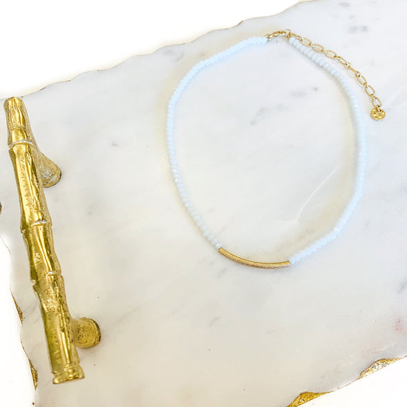 GOLD BAR CHOKER NECKLACE IN WHITE