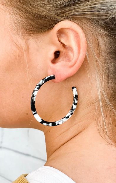 BLACK RESIN EARRING