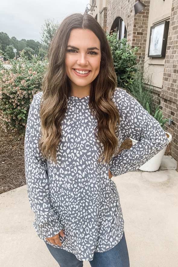 GREY LEOPARD LONG SLEEVE TEE