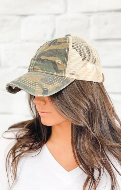 CAMO DISTRESSED PONY TAIL HAT