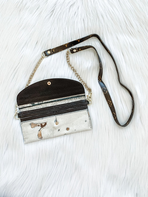 LV ENVELOPE CROSSBODY, GRUNGE WHITE