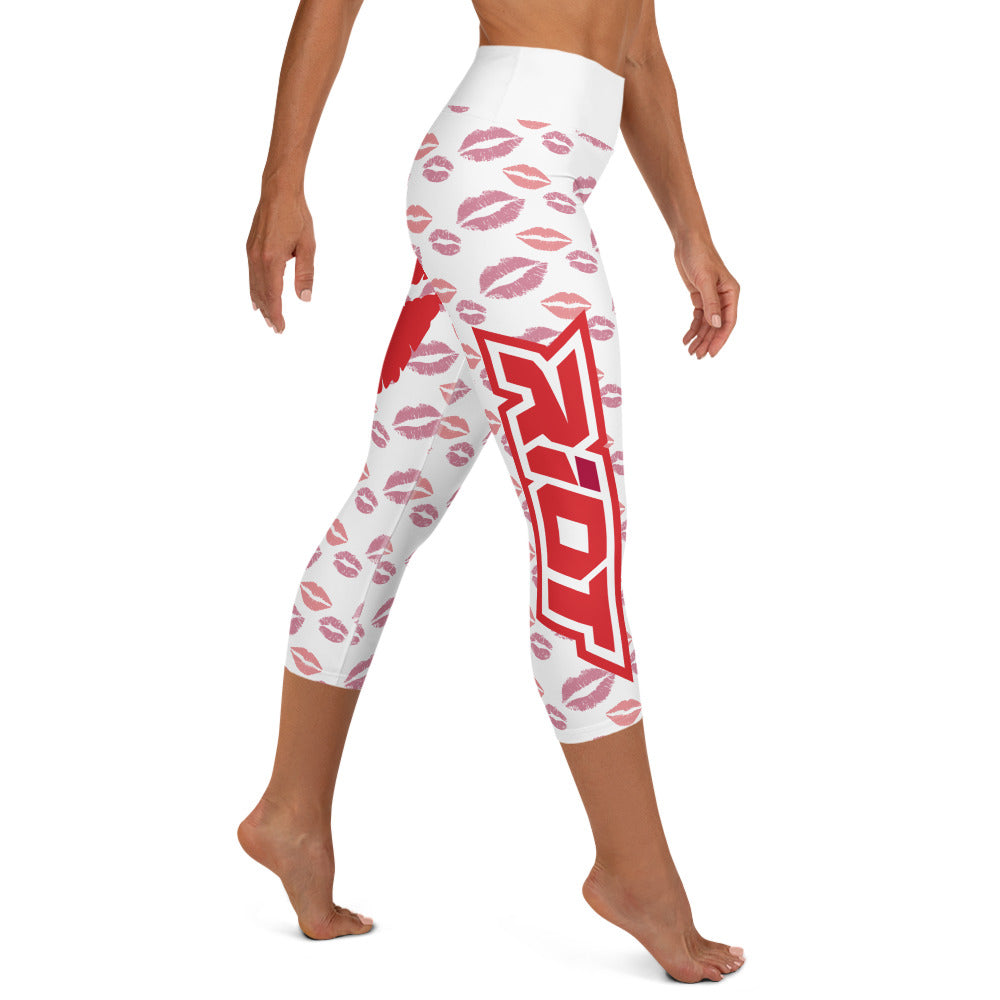 Valentintes Day Lips Riot Full Dye Yoga Capri Leggings