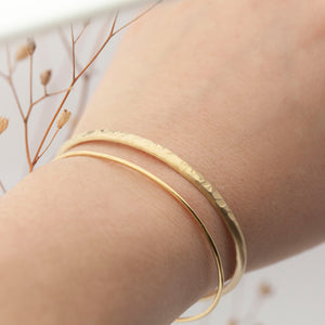 Set of 2 brass cuff bracelets : 1 thin + 1 hammered (D)