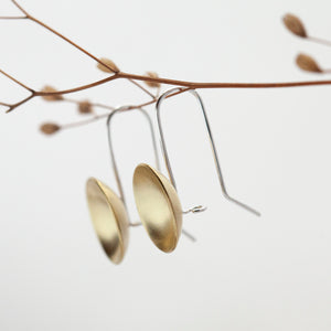 Short dangling earrings with brass bowls