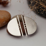Lade das Bild in den Galerie-Viewer, Architectural half circle earrings in silver