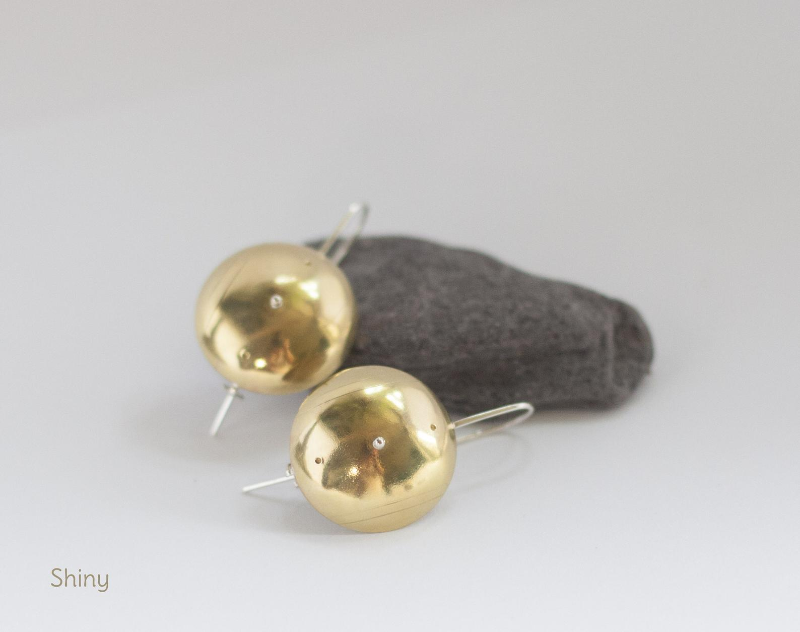 Shield earrings in brass with silver details and fine engravings