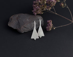 Short triangle earrings in silver with 3 little balls    (made to order)