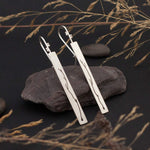 Lade das Bild in den Galerie-Viewer, Long silver earrings with branch cut out
