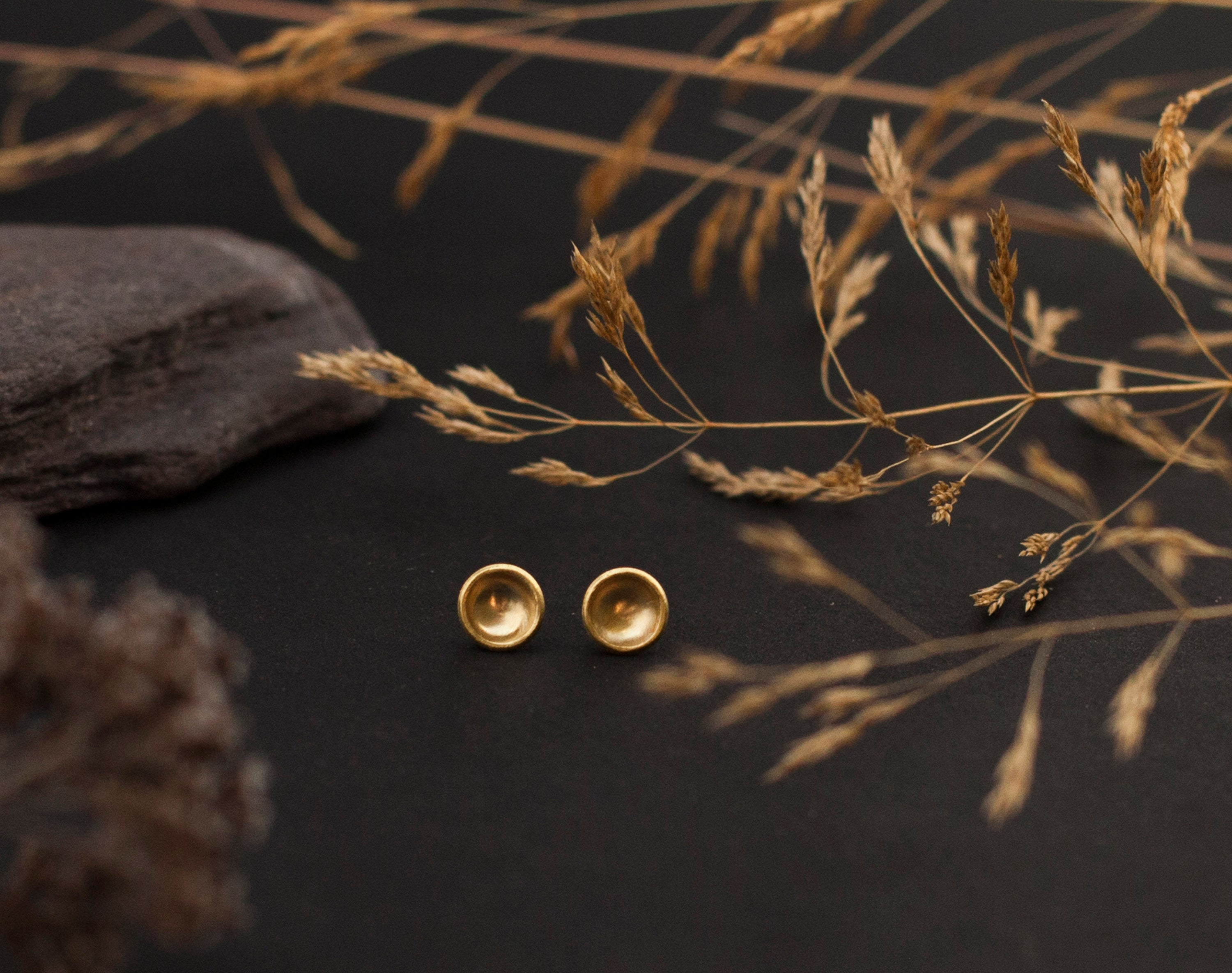 Ready to ship : Small brass bowl earrings with silver ear posts - 6mm ø