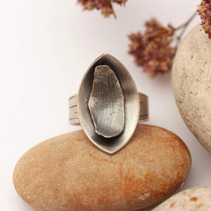 OOAK • Silver ring with organic petal • Size 8 // 56,5 • Ready to ship