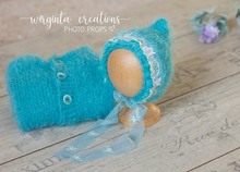 Load image into Gallery viewer, Footed romper and hat set for Newborn, tropical sea blue. Hat decorated with lace. Fuzzy yarn. Ready to send