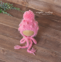 Load image into Gallery viewer, Fuzzy footed romper and matching hat, Newborn, pink. Pom-pom hat. Ready to send