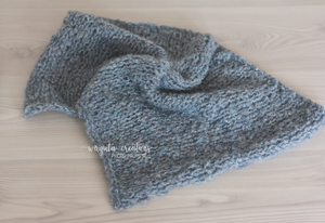Blanket/layer. Grey blue. Ready to send