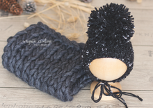 Load image into Gallery viewer, Hand knitted set for newborn. Ready to send photo props