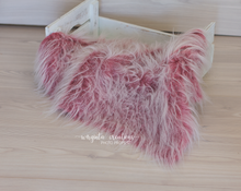 Load image into Gallery viewer, Faux fur layer/Basket filler/Layering blanket. Photography prop. Ready to send