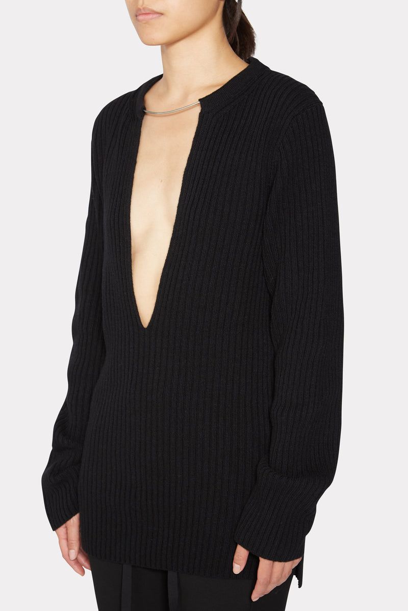 BLACK KNITTED VNECK SWEATER