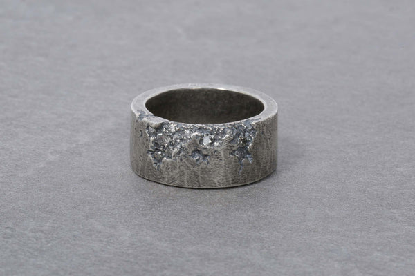 Grey Edge Stone Ring with Grey Diamonds