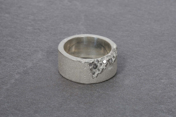 Sand Edge Stone Ring with Grey Diamonds