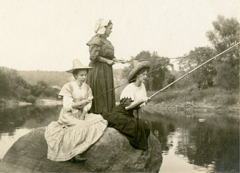 Fishing Gals Postcard Booklet