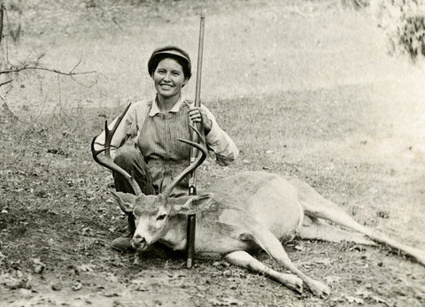 Hunting Gal Postcard Booklet