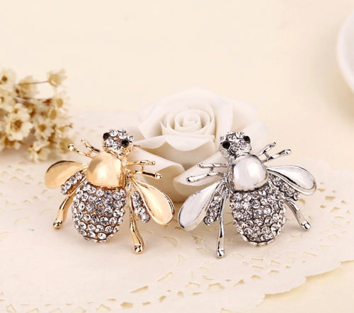 SIGNATURE CRYSTAL BEE BROOCH