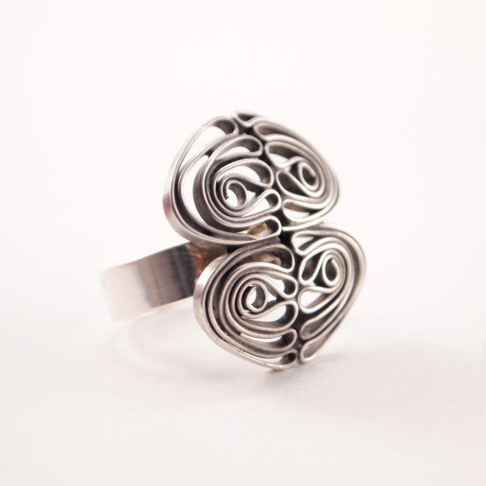 "Liisa Vitali ""Kissantassujen"" Ring - Sold - Hopea"