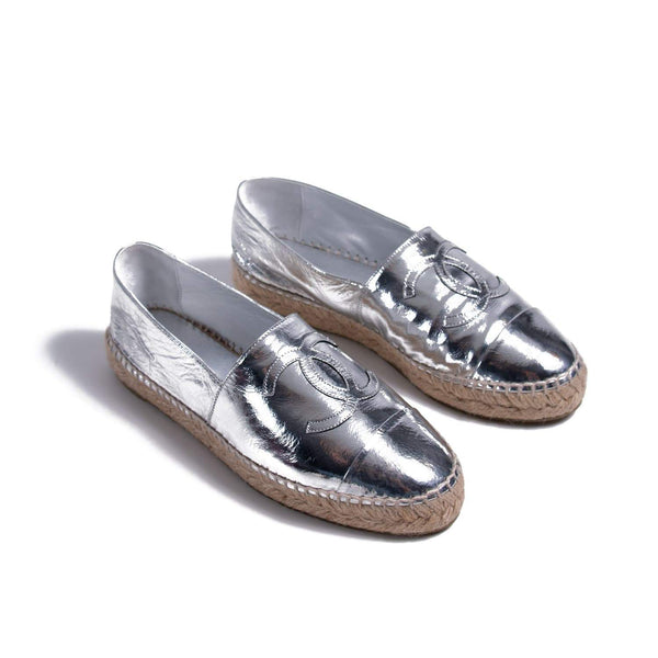 Buy & Consign Authentic Chanel Metallic Patent CC Espadrilles Silver 39 at The Plush Posh