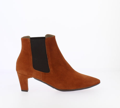 Wonders Tapered Toe Ankle Boot Rust Suede