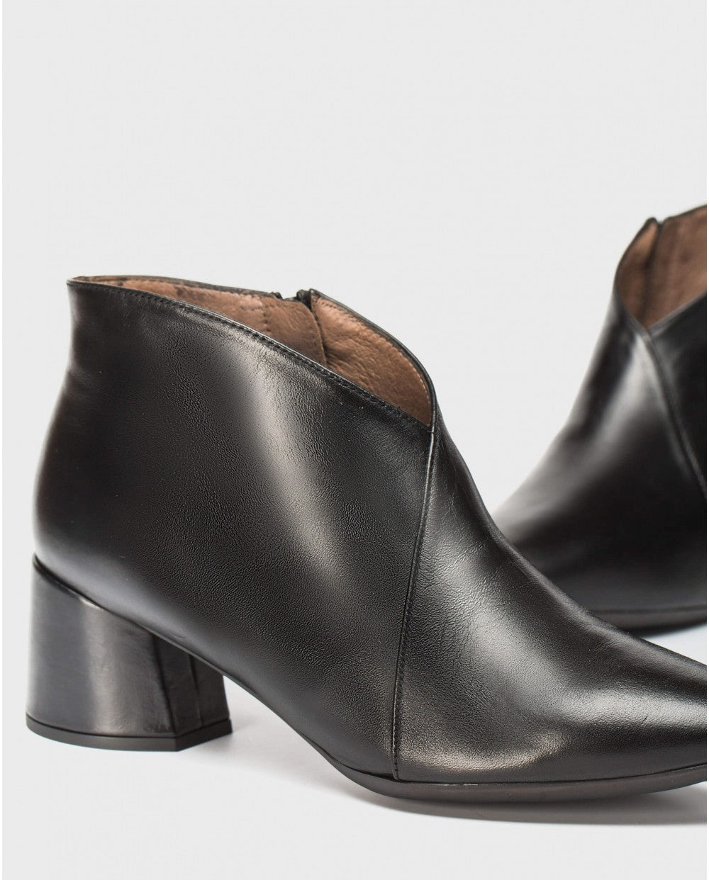 Wonders 'V' Ankle Boots Black