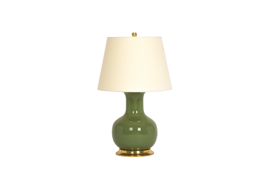 William Medium Lamp in Avocado