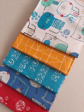Load image into Gallery viewer, Cutzie Cats Fat Quarter Bundle  100% Cotton
